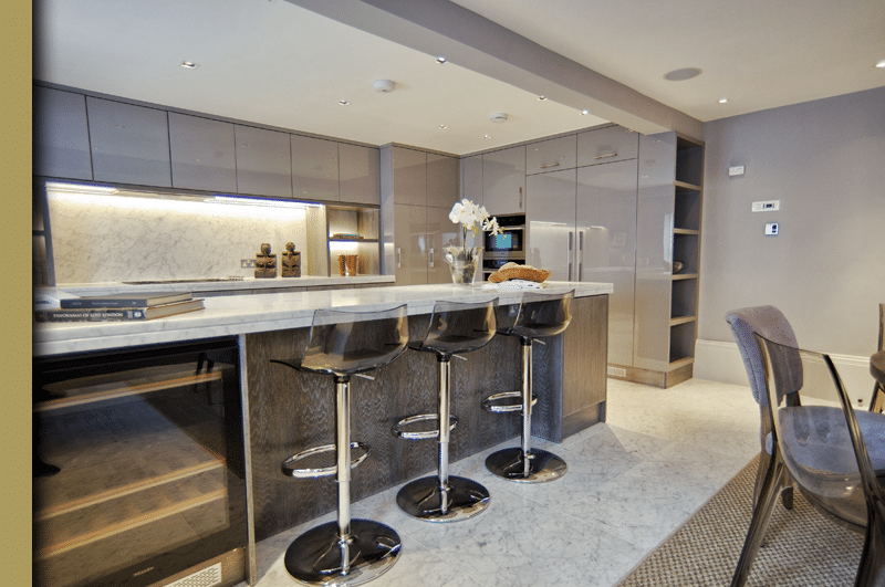 The kitchen island as a dining table